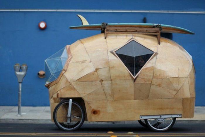 Необычные дома на колесах (13 фото)