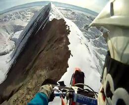Езда на байке по горному хребту