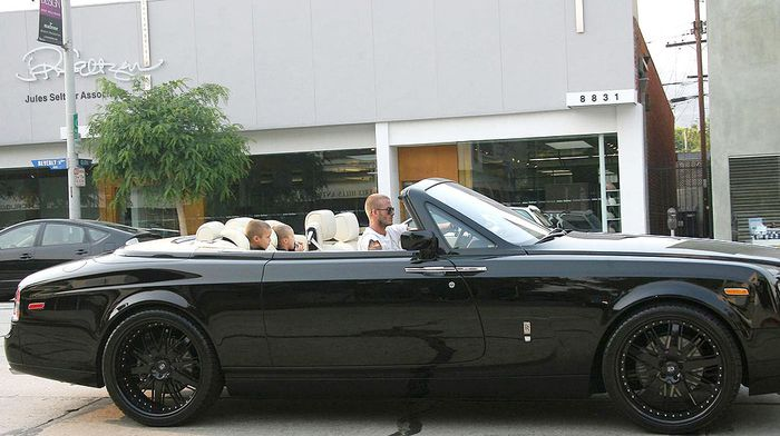 Дэвид Бекхэм продает свой Rolls-Royce Phantom Drophead Coupe DUB Edition (13 фото)