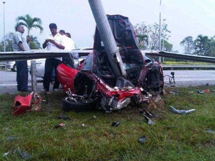 Тестовый заезд на Ferrari F430 закончился аварией (3 фото)