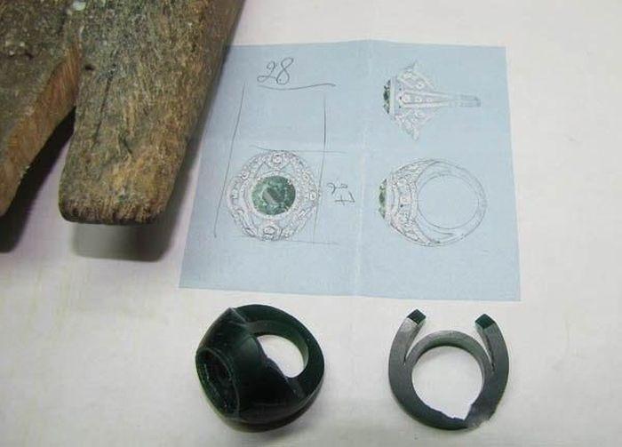 Эксклюзивное кольцо с изумрудом в 13 карат (19 фото)