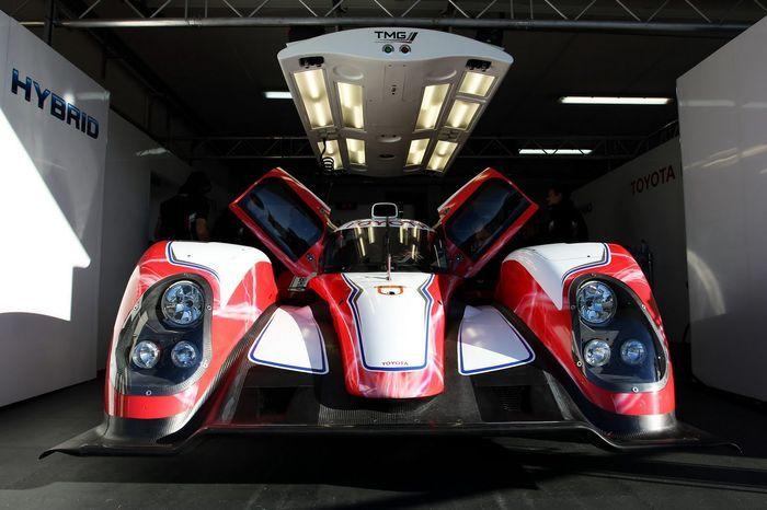 Новый спортпрототип Toyota TS030 для участия в Ле-мане (7 фото+видео)