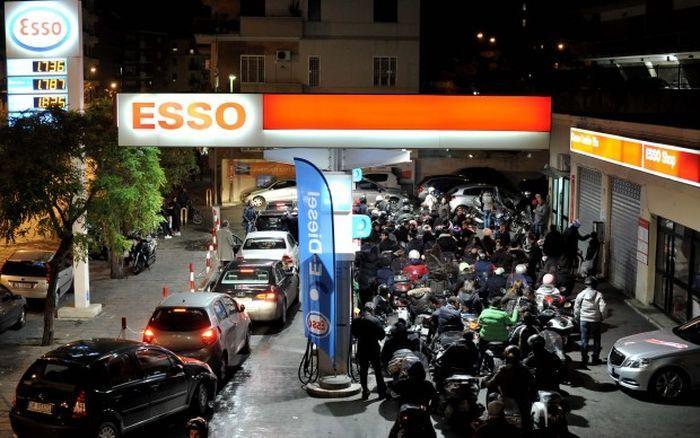 Бензиновый кризис в Италии (8 фото+видео)