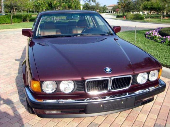 12-цилиндровая BMW 750iL с пробегом в 4800 км (19 фото)