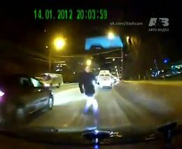 Пешеход перебегает дорогу