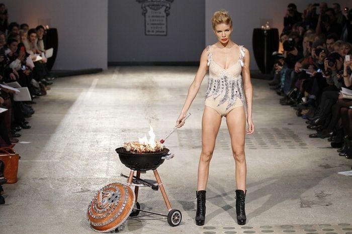 Самые нелепые наряды на неделе моды в Париже (50 фото)