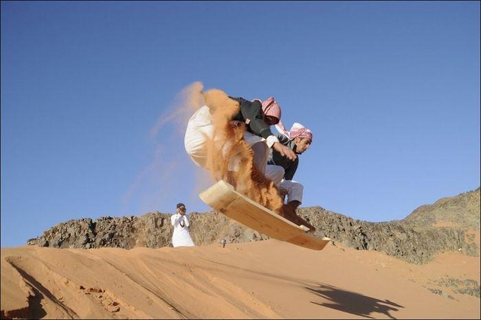 арабы, пустыня, песок, сноуборд,