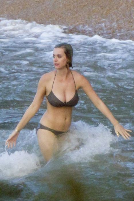 Кэти Перри в бикини на Гавайах (11 фото)