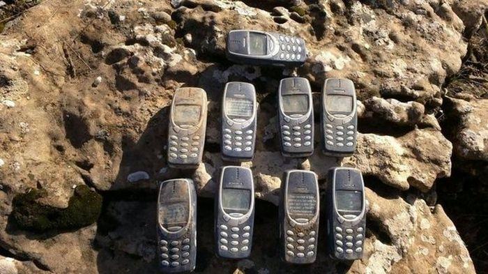 Фотоприкол недели мобильники, неубиваемые, нокиа, прикол, старые, телефоны