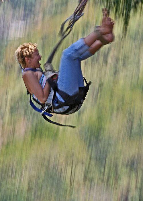 Бесплатный фотоприкол выражение лица, женщина, кричит, прыжок, стоп-кадр, тарзанка