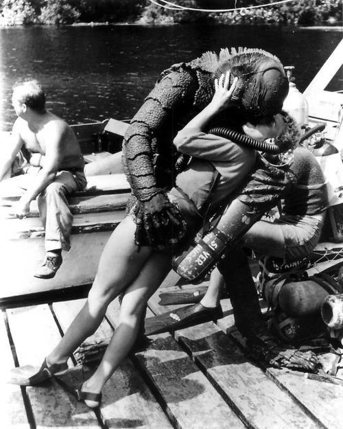 Юмор прикол аквалангистка, водяной, ныряльщики, поцелуй, чудовище
