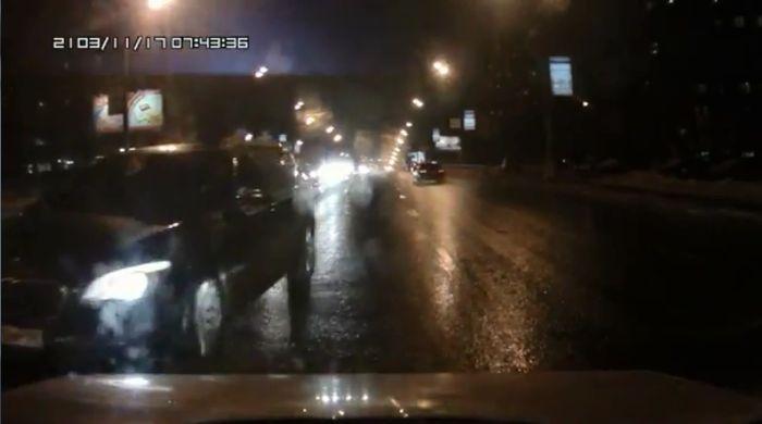 оторвал зеркало, испортил машину, амр, чиновники, разборки на дороге