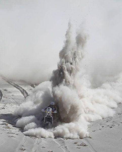 Шикарное фото дакар, красивая фотография, мотоциклист, пустыня, пыль