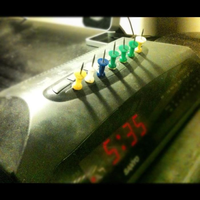 Улетное фото будильник, жестоко, иголки, таймер, часы, шипы
