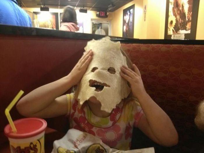 Прикол картинка выражение лица, дочка, лаваш, ребенок, ресторан, чудовище