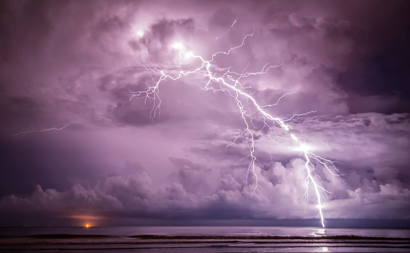 Прикол картинка буря, гроза, закат, молния, море, небосвод, стоп-кадр, ураган