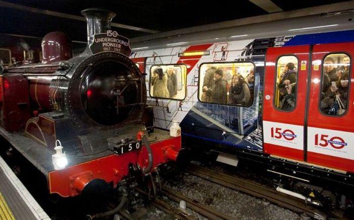 Свежий фотоприкол локомотив, метро, поезд, прикольно, прошлое и настоящее, самый первый, состав