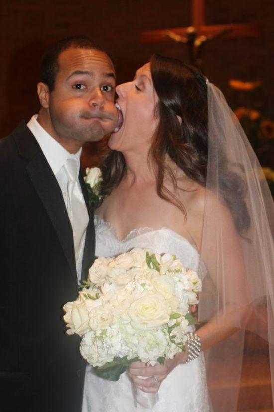 Бесплатный фотоприкол влюбленная пара, молодожены, прикольная фотка, свадьба, темнокожий