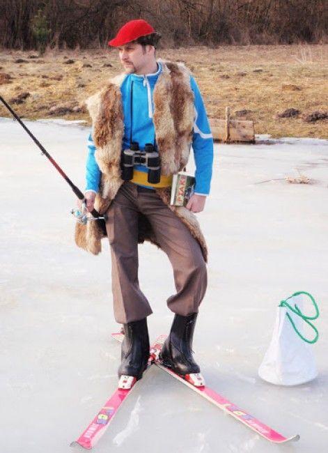 Фотоприкол на лыжах, на льду, необычный наряд, прикольная фотографи, рыбак