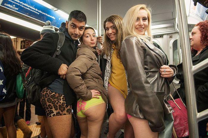 Без трусов в метро фото фото 433-117