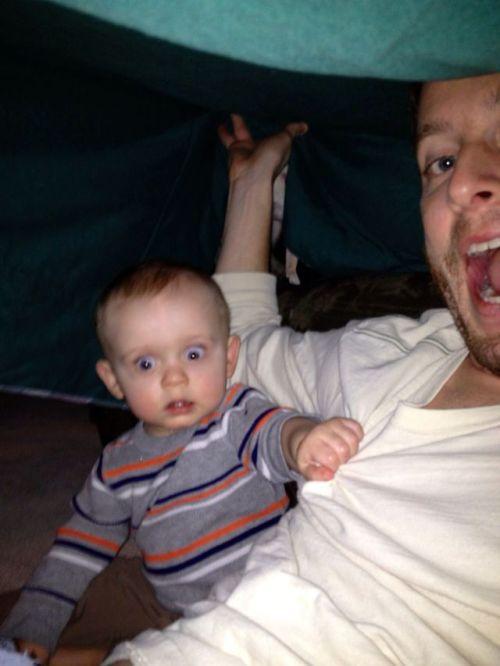 Юмор прикол выражение лица, отец и сын, пялится, ребенок, страх, увидел, ужас