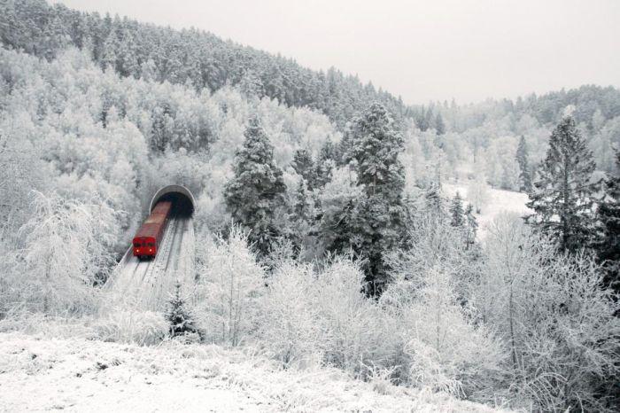 Фотожесть железная дорога, заснеженные просторы, зимний лес, красивое фото, снег
