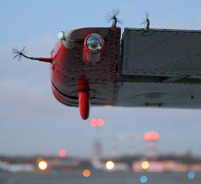 самолет, громоотвод, разрядник
