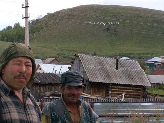 Прикол картинка выражение лица, голливуд, деревня, надпись на горе, прикол