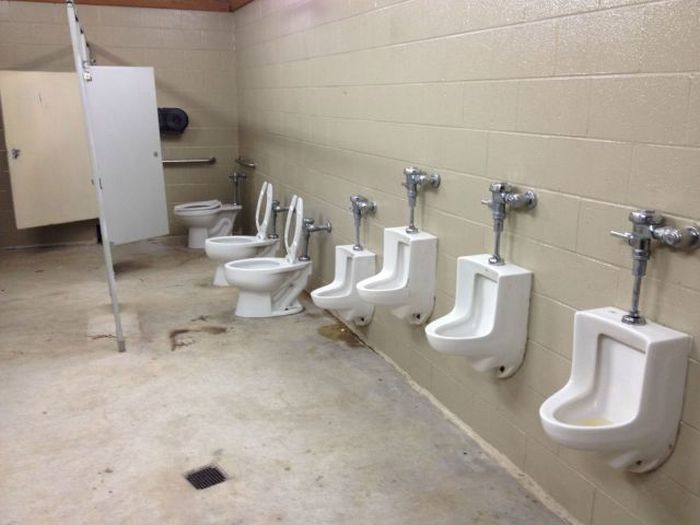 Фотоприкол нет стен, общественный туалет, писсуары, прикол, туалет