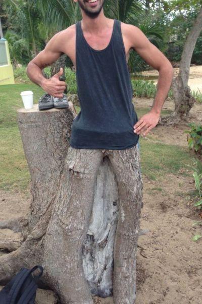 Отпадные фотки дерево, деревянные ноги, креатив, парень, прикольная фотографи