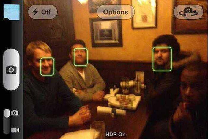 Яркие фото друзья, лица, прикол, расист, телефон расиста, темнокожий