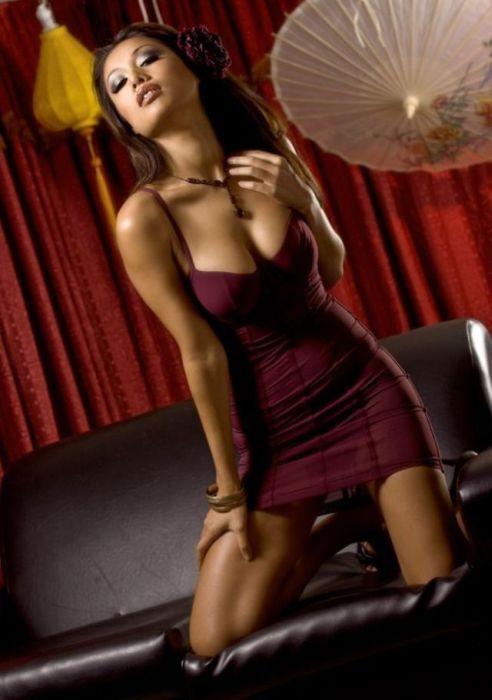 Сексуальные девушки в обтягивающих платьях (51 фото)
