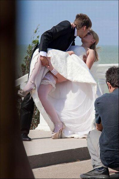 Невесте под юбкой смекалка
