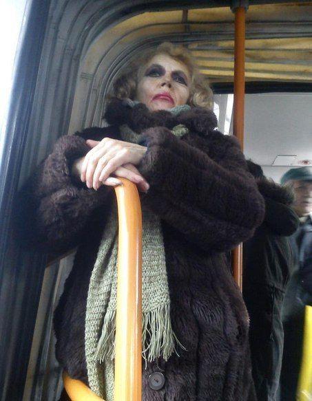 Красивые фото автобус, выражение лица, джокер, жесть, косметика, макияж, общественный транспо