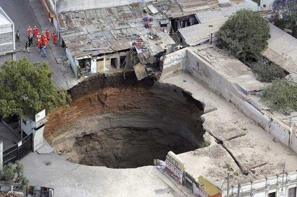 Провал в Гватемале (3 фото)