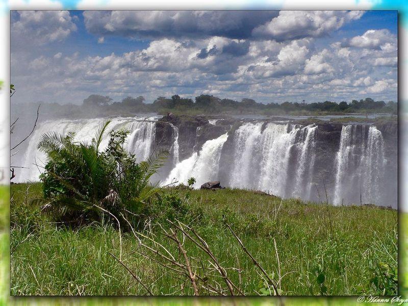 Купания на краю водопада Виктория