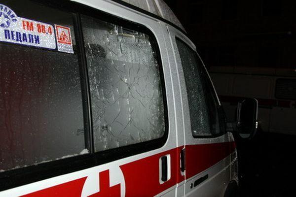 В Питере обстреляли неотложку (4 фото)