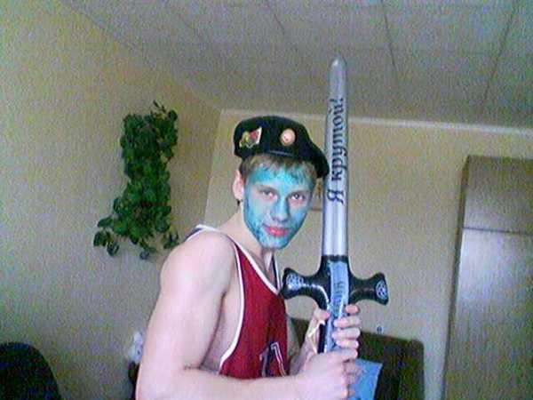 То ли голубой герой с надувным эээ... мечом?
