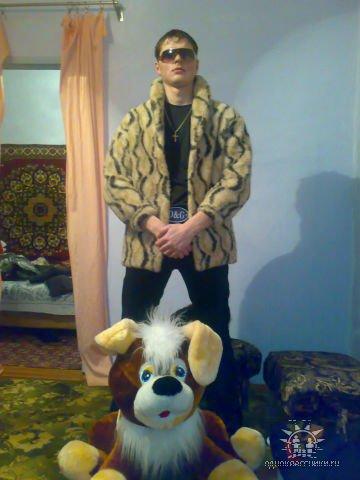 Знакомьтесь, это Жека Гарьканов из культурной столицы.