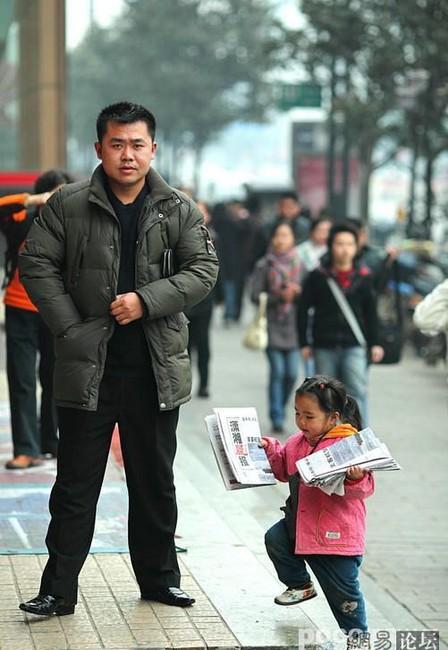 Юные бизнесмены на улицах Китая (6 фото)