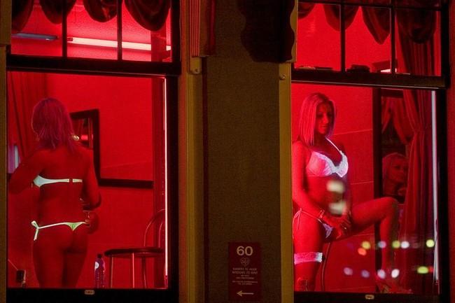 Улица красных фонарей красивые девушки фото 520-746