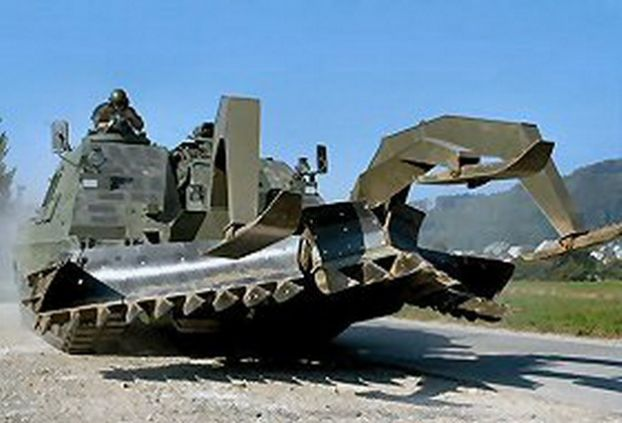 На земле - Pz87 LEO WE (вариант немецкого Леопарда-2), PzHbz88/95 KAWEST (вариант американской самоходки М-109), SPz2000 (вариант шведского CV9030), RadSPz Piranha (БТР собственного производства комп. Mowag), патрульный MOWAG Eagle (также местный, но шасси американского HMMWV).