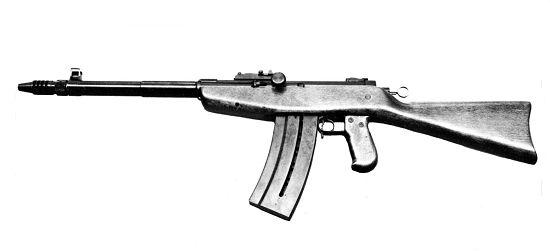 Стрелковое вооружение выглядит небогато, но зато какое! Оно связано с традиционно развитым производством во главе с лидером - Swiss Arms AG (это бывший ваш старый знакомый CИГ – Schweizerische Industrie Gesellschaft, вы его наверняка знаете по торговым маркам SIG ARMS и SIG-Sauer) в Нойхаузене,  Послевоенное вооружение началось с разработки SIG AK-53 весьма оригинальной конструкции – газовый поршень при выстреле толкает не затвор назад, а ствол далеко вперёд, и плюс - следующий выстрел происходит не в крайнем заднем положении, а несколько до него – ствол забивает в себя патрон при воспламенении, уже знакомое интегральное запирание. Удалось снизить скорострельность до великолепных 300 в/мин.