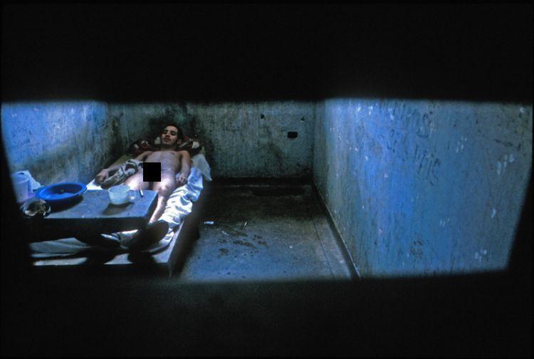 Жуткие фотографии из бразильской тюрьмы.  Ужасное место.