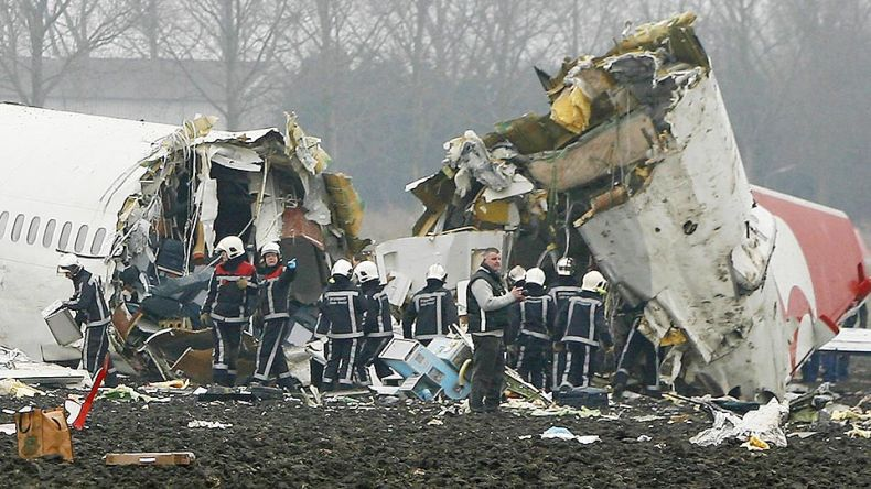 самолет крушение репортаж фото здесь