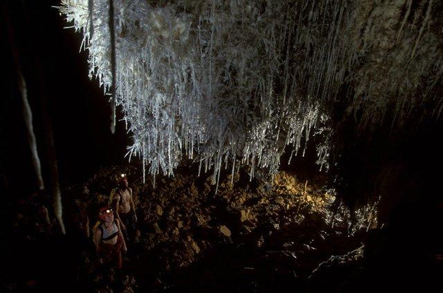 Люди и пещеры (14 фото)