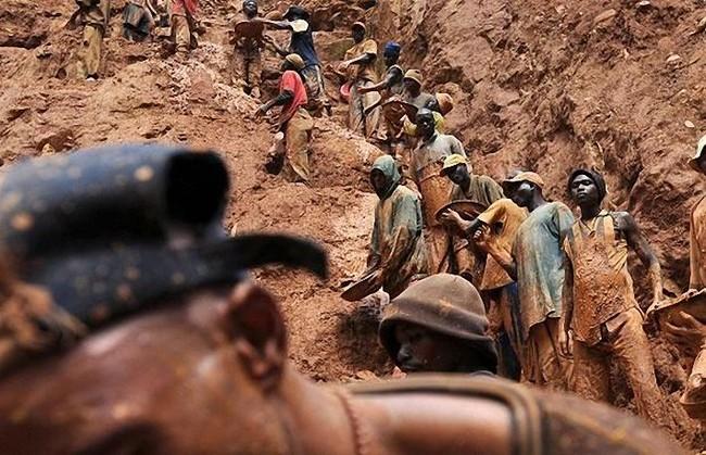 Как в Конго добывают золото (15 фото)