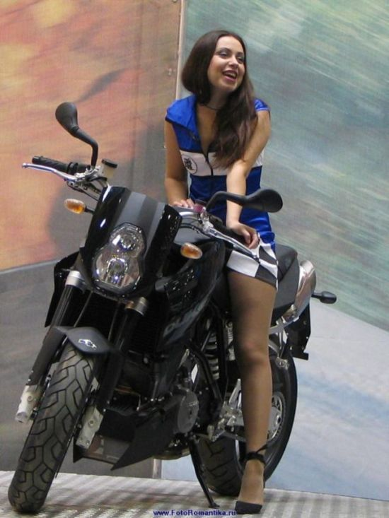 Симпатичная деревенская девушка на мотоцикле фото, русское порно не снимая трусиков на айпад