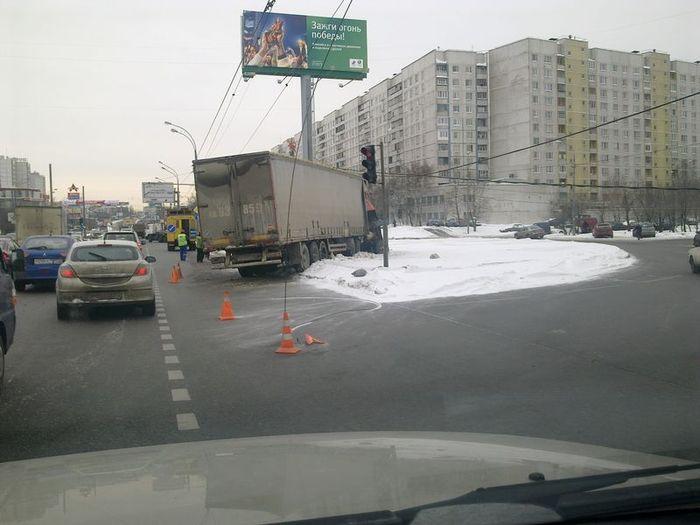 Авария на Алтуфьевском шоссе (4 фото)
