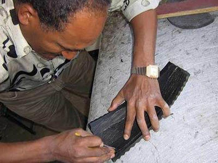 Эфиопская эко-обувь из отработанных шин (7 фото)